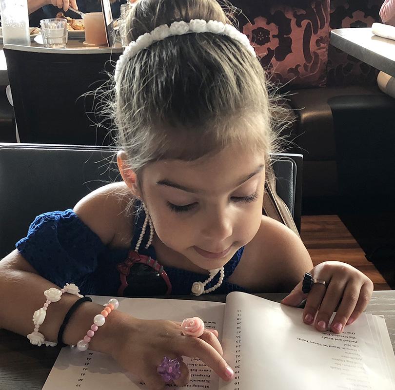 Ava Reading